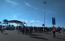 Un centenar de persones talla l'A-27 a Tarragona durant una hora