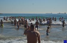 Èxit de participació en el bany de Sant Silvestre de Tarragona