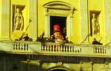 L'Home dels Nassos celebra el seu 50 aniversari al balcó de l'Ajuntament
