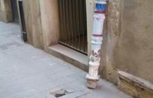 Trenquen un dels pilons pintats del carrer Comte