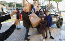 Los niños de Cambrils vuelven a recibir los regalos de la mano de los Reyes de Oriente