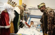 Els Reis Mags visiten els nens malalts de l'Hospital Joan XXIII