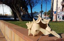 L'escultura del cargol robada a Coma-ruga apareix al jardí d'una veïna