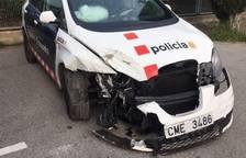 Envesteixen contra els mossos el cotxe després de robar la mercaderia d'un camió