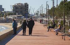 Els usuaris aproven com està quedant el nou passeig marítim
