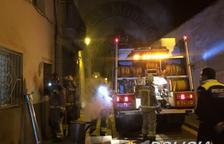 El fum provocat per la mala combustió d'una estufa de llenya al Vendrell mobilitza els Bombers