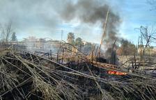 Susto en Constantí por un incendio próximo a una gasolinera