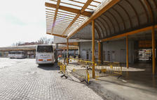 Uns despreniments de la marquesina afecten andanes a l'estació de bus de Reus