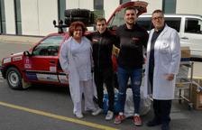Professionals de l'Hospital Sant Joan lliuren material solidari a l'Uniraid