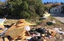Veïns de Constantí, molestos pels abocaments fora de la deixalleria