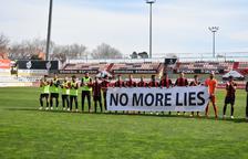 Els jugadors del CF Reus B mostren la seva indignació abans del partit