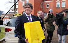 Puigdemont: «Primer detenen i després busquen proves que no aguanten cap de les greus acusacions. Tot al servei d'un relat»