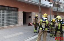 Un herido leve por inhalación de humo al incendiarse un cuadro eléctrico de un edificio en Tarragona