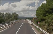 Un ferit lleu en un xoc lateral entre un cotxe i un camió a la C-14 a Ascó