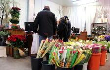 Roses a domicili per Sant Jordi per combatre la soledat de la tercera edat