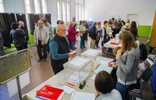Normalitat i poques cues en l'arrencada de la jornada electoral a la demarcació de Tarragona