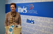 Maria Paredes Moreno recull la cistella de Caprabo i el Diari Més