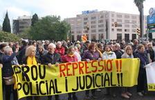 Unes 300 persones es manifesten a Tarragona contra el veto de la JEC a Puigdemont, Ponsatí i Comín