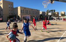 Centenars de nens juguen a les Jornades de Bàsquet del Joan Rebull