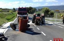 El conductor d'un tractor resulta ferit en xocar amb una furgoneta a la C-14 a Solivella
