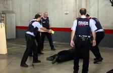 Los Mossos utilizan la taser para reducir a un vecino de Alcover que amenazaba con suicidarse