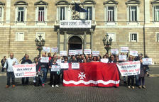 Vecinos de Riba-roja se plantan en el Parlament para reprochar a Torra que desprecie el apoyo del pueblo al vertedero