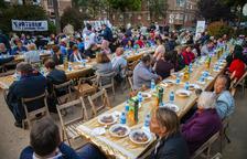 Un 'iftar' público reúne cerca de 300 personas para romper el ayuno