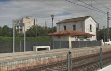 Una dona cau d'una alçada de 6 metres a les vies del tren a Roda