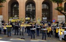 'Silenci, rebel·leu-vos' ha llegado este martes a los 200 días de protesta ante los juzgados de Tarragona