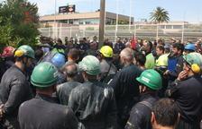 Treballadors subcontractats per Repsol demanen millores en la seguretat arran l'accident