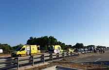 Diversos vehicles implicats en un accident a l'N-340 a Creixell