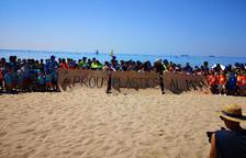 Uns 400 voluntaris es mobilitzen per la sensibilització ambiental a la platja Llarga