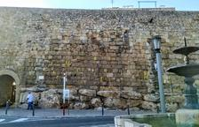 El govern retira els llaços grocs de la muralla per «preservar» el patrimoni