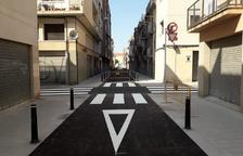 Reabre al tráfico la calle Alt de Sant Pere al acabar los trabajos de asfaltado y pintura