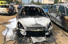 Queman tres vehículos en la zona de aparcamiento al aire libre del Hospital Sant Joan de Reus