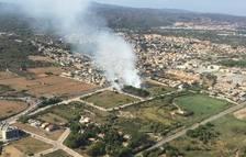 Els bombers donen pràcticament estabilitzat l'incendi de Torredembarra