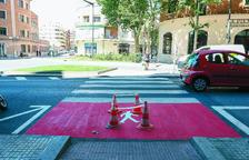 Pintura vermella als passos de vianants per evitar atropellaments