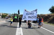 Campesinos afectados por el incendio de la Ribera d'Ebre cortarán por tercera vez la C-12 en Flix