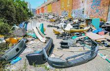 Tones de residus de tota mena s'amunteguen al Polígon Francolí de Tarragona