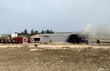 Un accidente de cinco vehículos deja a dos heridos y corta el AP-7 en Camarles