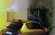 El incendio de un coche afecta a una casa en Albinyana