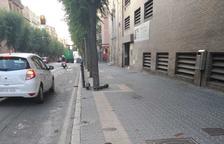 Tres pilas totalmente levantadas en la Rambla Vella de Tarragona