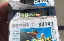 Pillan a un vendedor de cupones falsos en Comarruga
