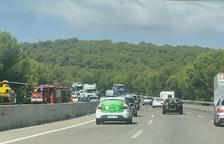 Un accidente con un coche implicado causa una herida grave y obliga a cortar la AP-7 en Tarragona