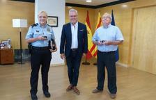 L'Ajuntament de Salou lliura el pin de plata a dos treballadors pels seus 25 anys de servei