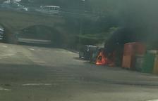 S'incendia un cotxe a Cunit