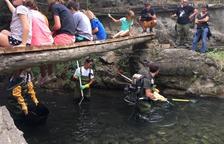 Munten un taller per mostrar l'estat dels peixos del riu Siurana