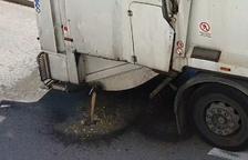 Sant Pere i Sant Pau clama contra la brutícia causada pels contenidors soterrats