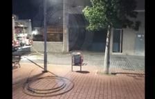 Explota un cotxe en un pàrquing del Vendrell