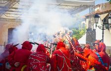 El Ball de Diables de Torredembarra envia de via crucis els partits que s'han quedat fora el consistori